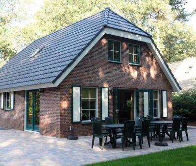 Vakantiehuis Hooghalen: Bungalow type D8 8-personen