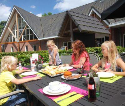 Vakantiehuis Hooghalen: Bungalow type E8 8-personen