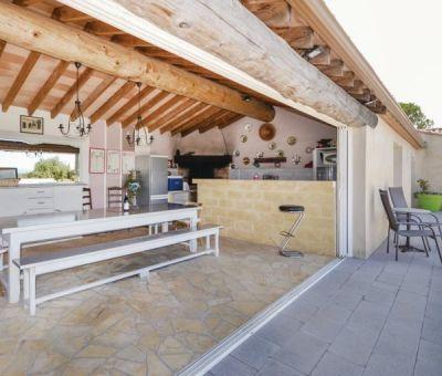 Vakantiewoningen huren in Poulx, Nimes, Languedoc Roussillon Gard, Frankrijk   vakantiehuis voor 9 personen